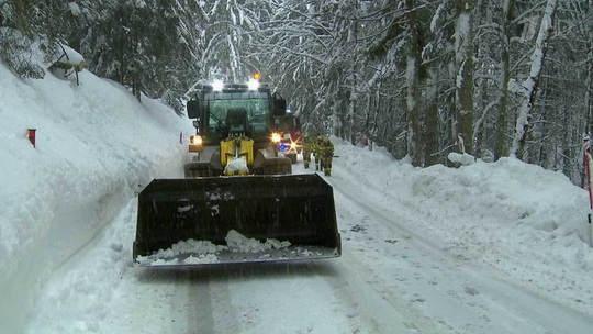 Сильные снегопады прошли в Швейцарии и альпийских регионах Франции и Италии.