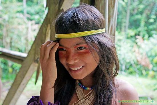 Девочка племени ваорани...