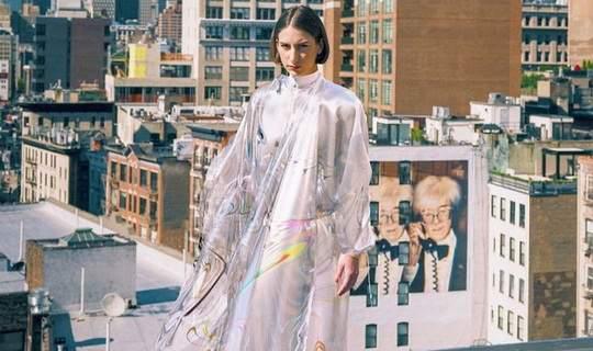 Стартап The Fabricant, студия Dapper Labs и художник Джоанна Джасковски создали и продали первое платье, которое существует только в цифровом формате.