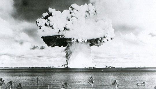 Существует опасность отравления Тихого океана радиоактивными отходами, образовавшимися в результате ядерных испытаний, которые проводили США в 1946-1958 годах