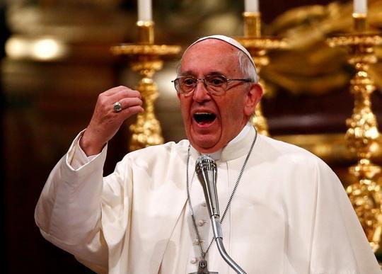 """Папа римский Франциск внес изменения в итальянский перевод текста молитвы """"Отче наш"""""""
