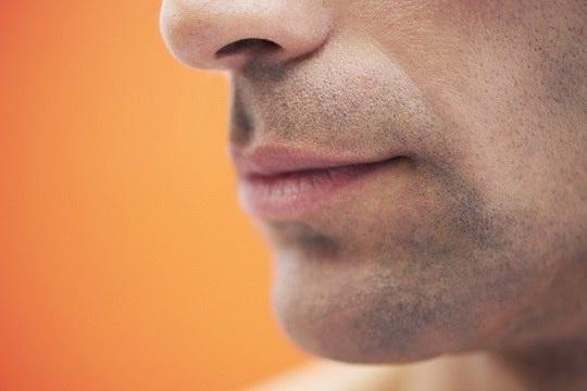 Поверхностный слой кожи состоит из мертвых и отмирающих ороговевших клеток, которые непрозрачны.