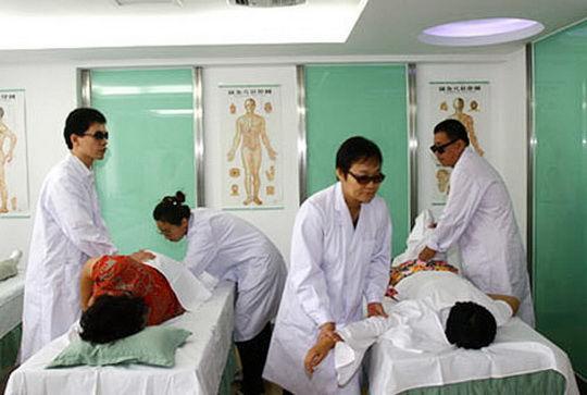 В Южной Корее статус лицензированного массажиста могут получить только слепые.