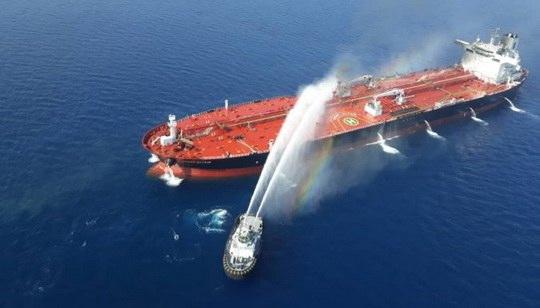 """Госсекретарь США Майк Помпео обвинил Иран в """"вопиющем нападении"""" в четверг на два танкера в Оманском заливе."""