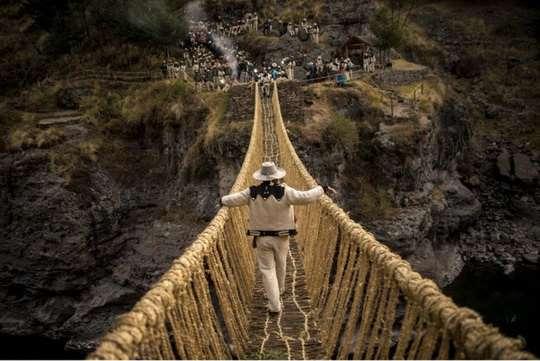 Кесвачака - последний действующий веревочный мост инков.
