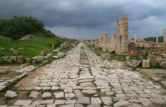 Сейчас сложно поверить, однако полторы тысячи лет тому назад можно было без особого труда путешествовать с комфортом по всему Средиземноморью по дорогам с твердым покрытием.