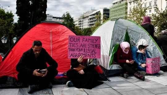 """Все страны ЕС, готовые к солидарности в вопросе приема беженцев, должны в скором времени """"найти гуманное решение"""", считает госминистр ФРГ по делам Европы."""