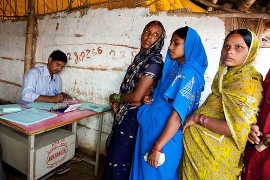 Верхняя палата индийского парламента Раджья Сабха (Совет штатов) одобрила во вторник законопроект, признающий уголовным преступлением практику так называемого мгновенного развода