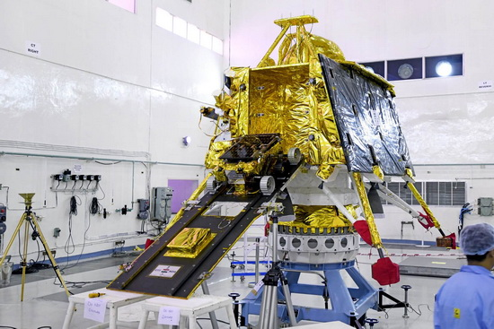 """Чандраян-2"" состоит из орбитального аппарата, посадочного модуля Vikram и маленького лунохода Pragyan весом около 20 кг."