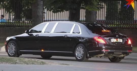 В автопарке президента появился новый бронелимузин Mercedes-Maybach Pullman Guard за 1,4 миллиона евро.