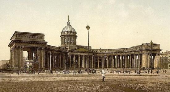 Площадь перед Казанским собором