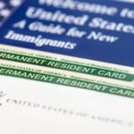 Власти США ужесточат правила выдачи грин-карт мигрантам, живущим на пособия