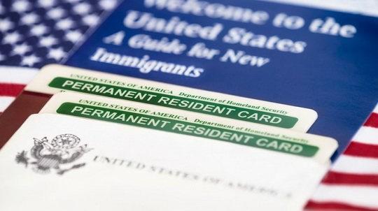 Американская администрация выпустила в понедельник распоряжение, ужесточающее правила выдачи грин-карт