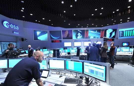 """Европейское космическое агентство (ЕКА) в ближайшие годы не будет пользоваться российскими """"Союзами"""" для доставки астронавтов на МКС."""