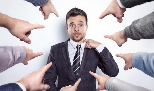Представьте, что вы кардинально поменяли стрижку, а когда пришли на работу, десять коллег сделали вам комплимент, но один, как вам показалось, посмотрел неодобрительно.