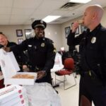 Откуда среди американских полицейских пошла традиция есть пончики?