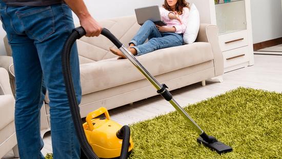Домохозяйка из Великобритании попала за решетку, когда попросила мужа пропылесосить.