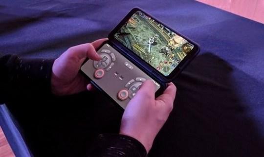 Компания LG опубликовала короткий интригующий видеоролик с анонсом новой модели смартфона.