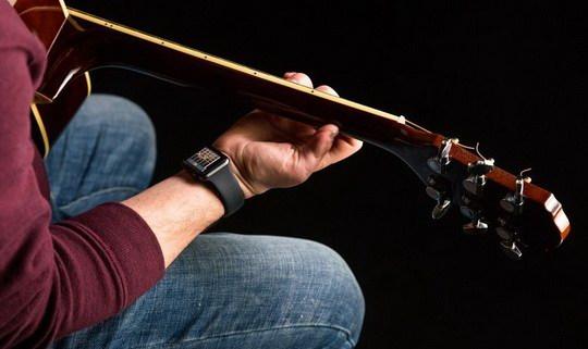 На Kickstarter появился новый стартап Wristruments, который позиционирует свой программный продукт в качестве универсального помощника для начинающих гитаристов.