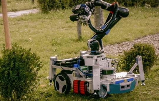 Международная команда исследователей под эгидой Эдинбургского университета разработала прототип робота-садовника Trimbot, который может стричь газоны и ухаживать за цветниками.