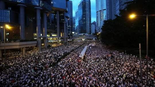 Гонконг – мегаполис, расположившийся у теплых берегов Южно-Китайского моря. Сейчас это один из крупнейших финансовых центров и транспортных узлов мира.