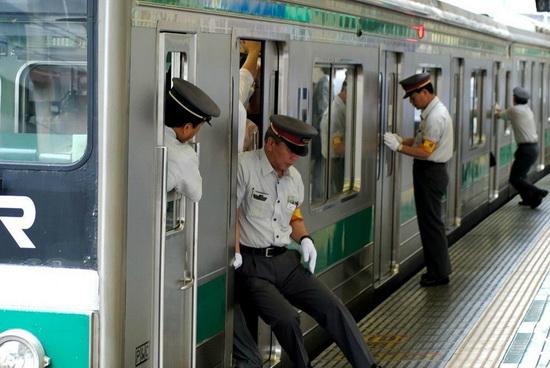 Заталкиватель в метро