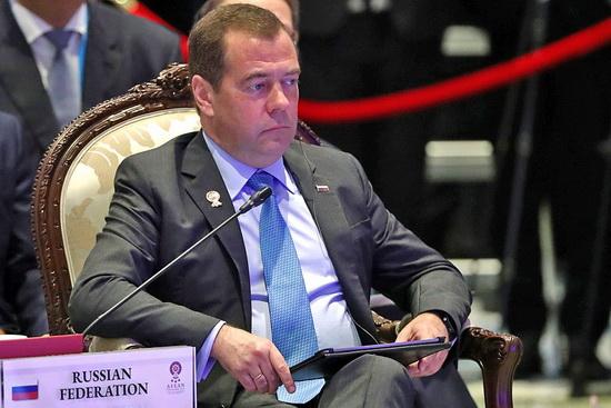 Медведев же в Бангкоке 4 ноября высказался в казенно-патетическом духе