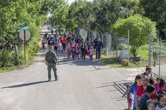 Более 100 тысяч детей находятся под стражей в Соединенных Штатах в связи с нелегальной миграцией. Об этом в понедельник сообщил автор глобального исследования ООН