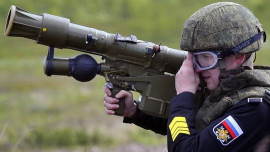 Госдума в четверг на пленарном заседании приняла в окончательном чтении законопроект, разрешающий силовикам уничтожать дроны-нарушители.