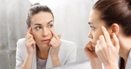 Женщины прилагают немало усилий, чтобы сохранить молодость и свежесть кожи.