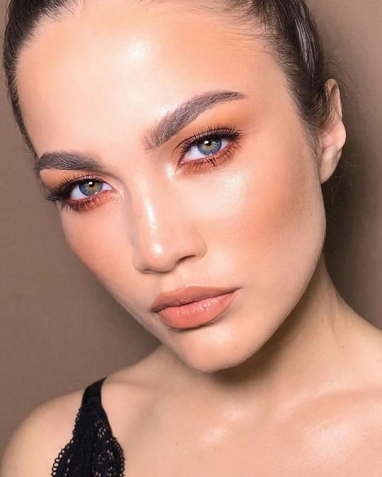 19-летняя студентка из Челябинска Наталья Мирских благодаря своей внешности стала героиней зарубежных СМИ.