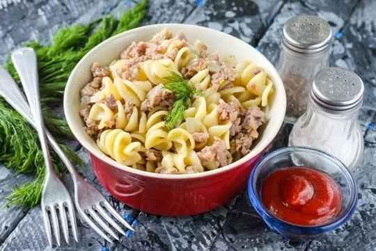 Самое универсальное и быстрое в приготовлении блюдо для обеда или ужина – макароны по-флотски.