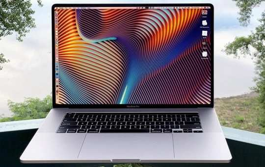 """Компания Apple представила 16-дюймовый MacBook Pro — модель с самой большой диагональю экрана в истории """"макбуков""""."""
