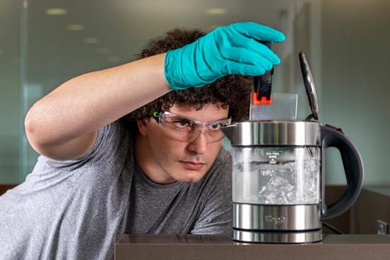 Принцип хранения данных на кварцевом носителе аналогично записи на традиционных виниловых пластинках и CD дисках, а информация записывается при помощи лазерной 3D-гравировки.