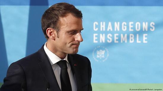 Нынешний президент Франции Эмманюэль Макрон, однако, заявил, что не отступит от своих планов.