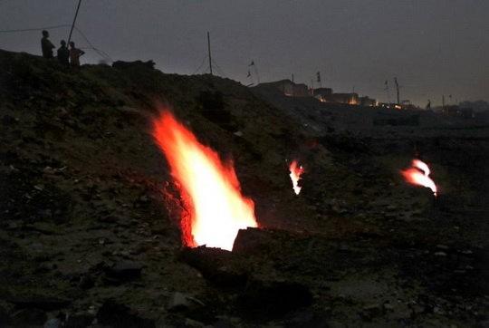 Прошло более 100 лет, а угольные пожары в Джарии в индийском штате Джаркханд, начавшиеся в 1916 году, все еще горят.