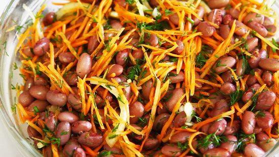 Быстрый рецепт простого и вкусного постного салата из морковки и фасоли
