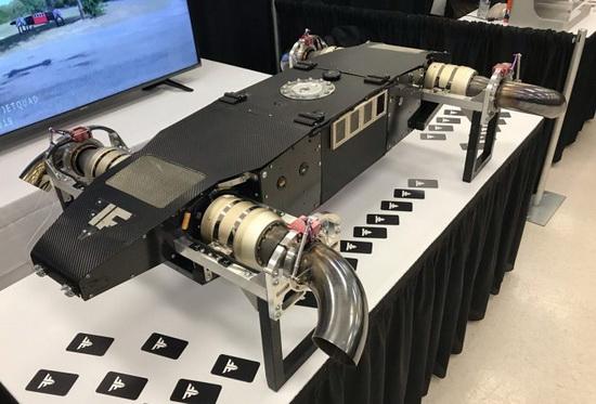 Максимальная грузоподъемность AB5 составляет 18 кг при собственной массе в 23 кг и весе бака с топливом еще 18 кг.