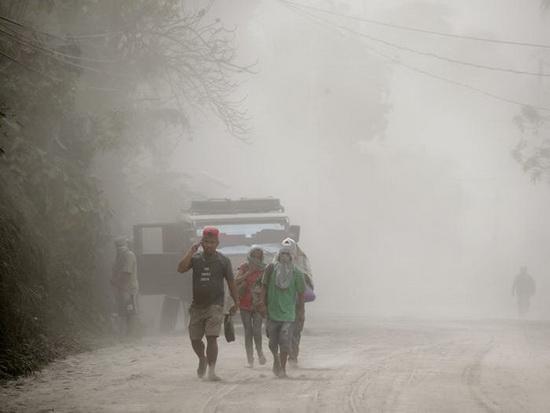 Министерство здравоохранения страны предупредило, что воздействие вулканического пепла может вызвать раздражение носа и горла, кашель и «бронхитоподобную болезнь»