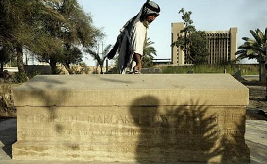 Могила Гертруды на Багдадском британском кладбище