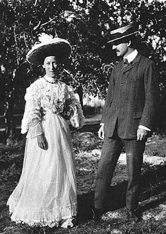 Гертруда встретила любовь всей своей жизни, майора Чарльза «Дика» Монтегю Даути-Уайли в 1906 году, когда им обоим было по тридцать восемь.