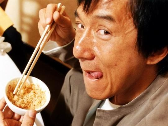 С незапамятных времен в Китае и Японии принято есть при помощи палочек.