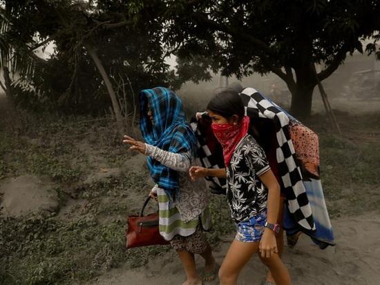 Жителям посоветовали надеть маски и закрыть лица