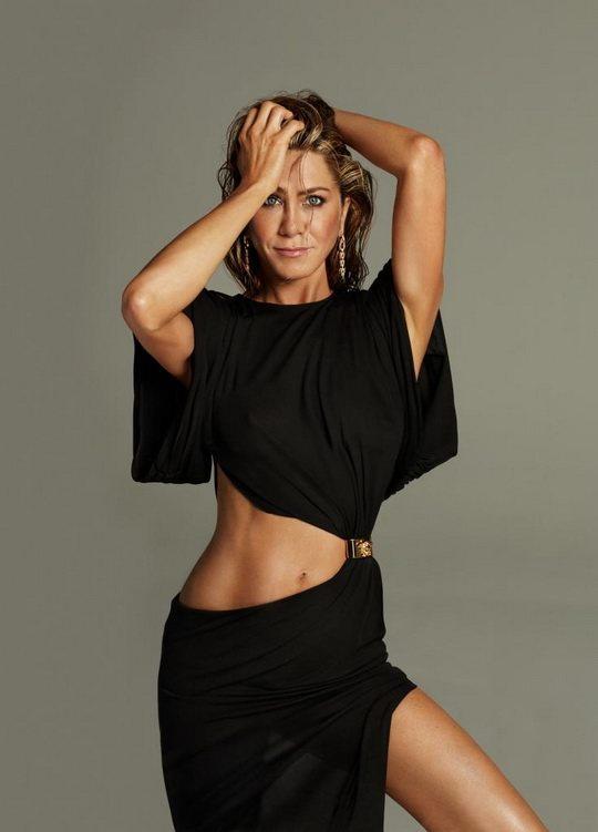 На прошлой неделе голливудской актрисе и красавице Дженнифер Энистон исполнился уже 51 годик, но в лучших традициях мира грез она выглядит минимум вдвое моложе.