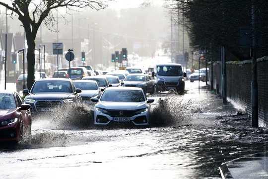 В выходные в Европу с Северной Атлантики пришел мощный ураган