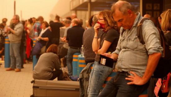 Согласно табло аэропортов, большинство рейсов аэропорта Гран-Канарии и Южного аэропорта Тенерифе задерживаются