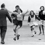 История фотографии: семья встречает пилота после 5 лет плена