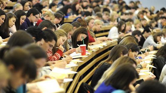 Десять лет назад - в сентябре 2011 года - Россия окончательно отказалась от советской пятилетней подготовки специалистов и официально перешла на Болонскую систему высшего образования