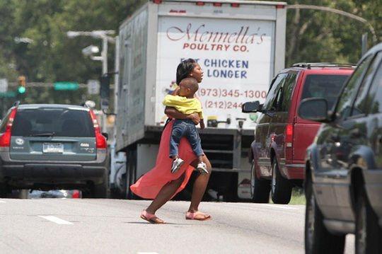 Согласно данным Национального управления по безопасности на хайвэях (NHTSA), свыше 6 тысяч жителей США в 2019 году погибли из-за нарушения правил пешеходного движения.