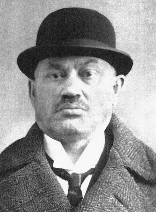 В начале XX века этот человек почти десять лет одновременно работал на российское правительство и террористов-эсеров.